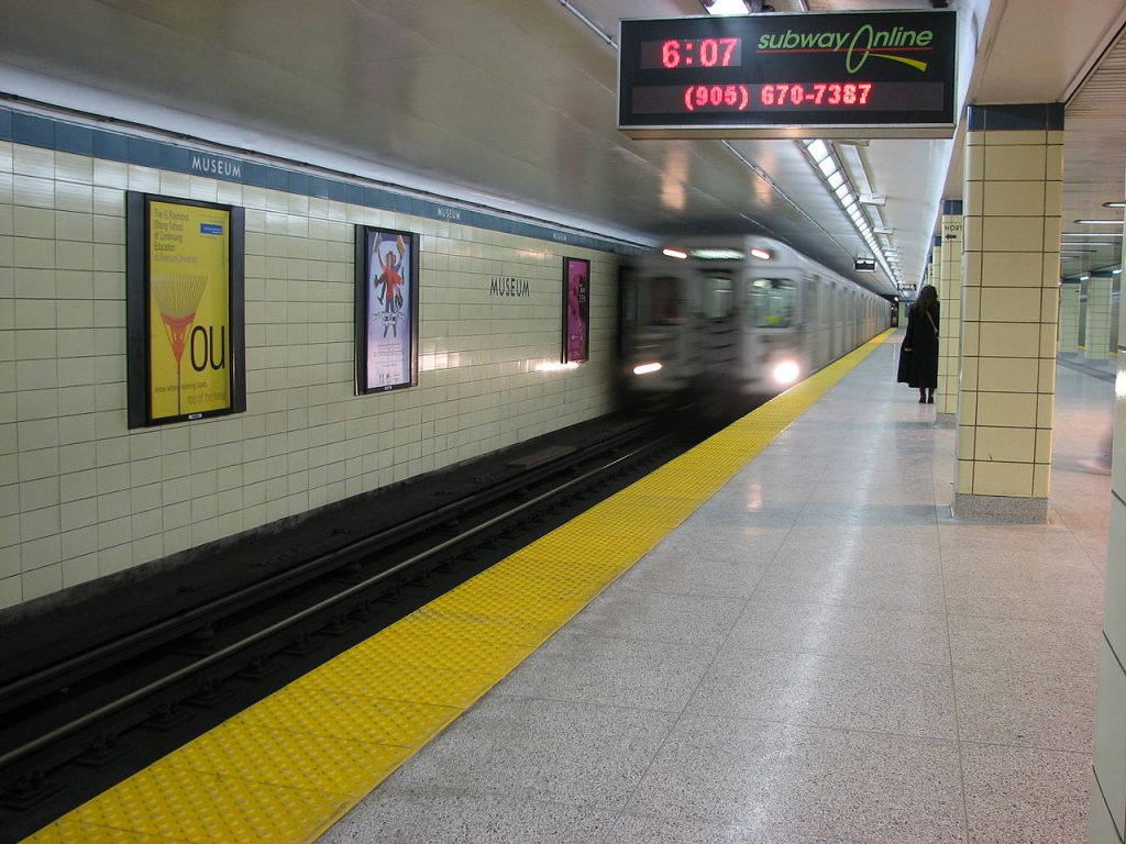 Museum Station before the redesign in 2008 (Photo: Ian Muttoo)