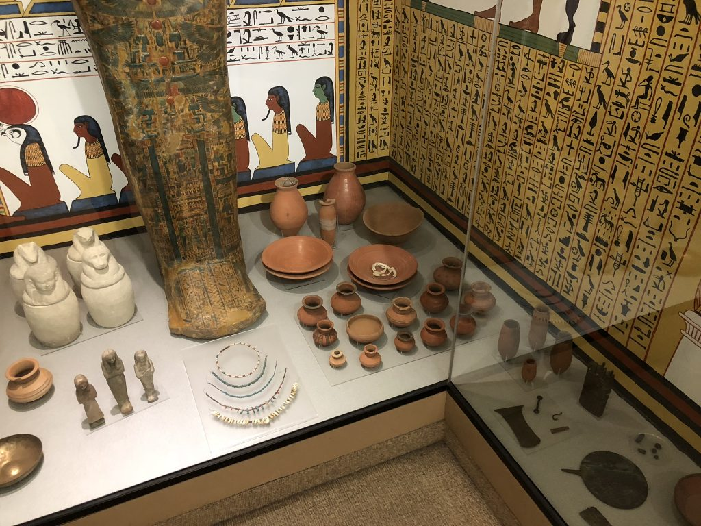 Objects shown as part of the tomb of Sennedjem
