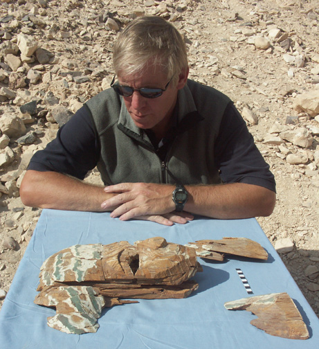 Don Ryan examining the face of a coffin found in KV 60 (photo: Don Ryan)