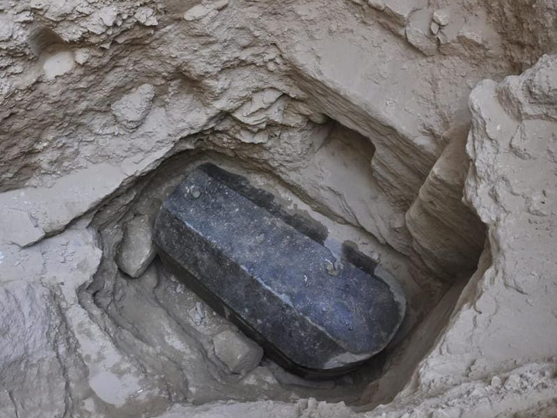 Nestled between tall apartment buildings, an intact sarcophagus from Ptolemaic times was found in the course of construction (Photo: Ministry of Antiquities)