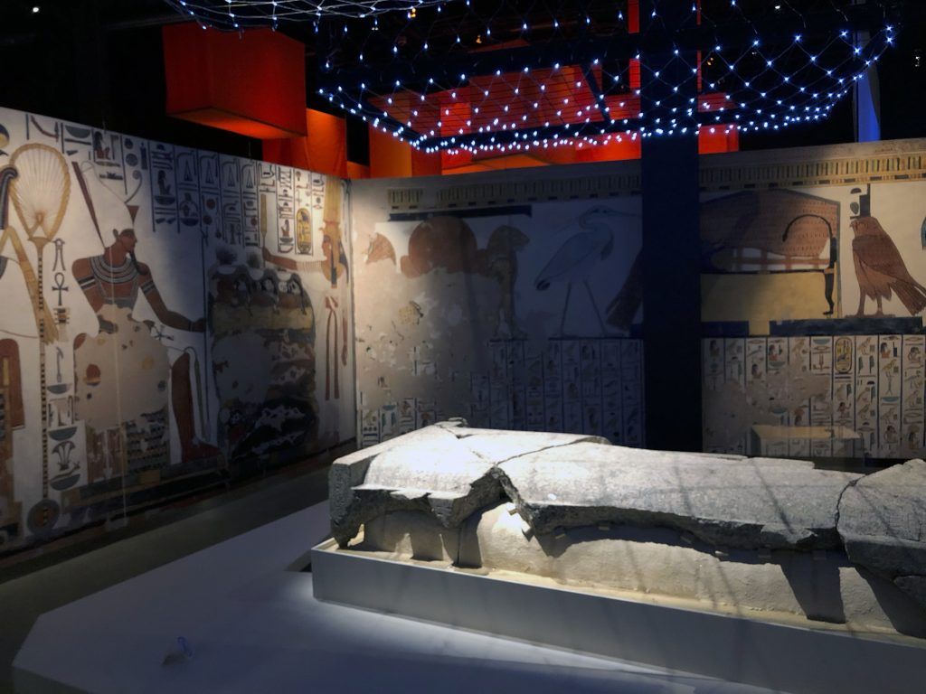 The tomb of Nefertari impresses with its lavishly decorated walls and huge sarcophagus in this reconstruction (photo: Nile Scribes)