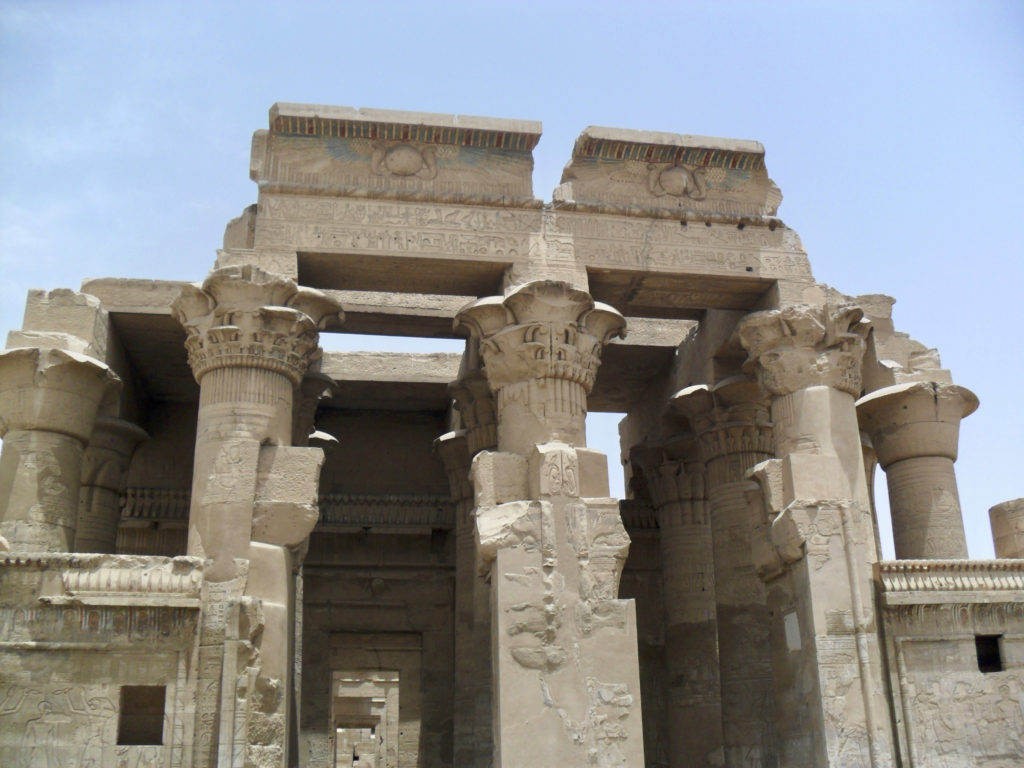 The compounded columns dominate the entrance towards the outer hypostyle (photo: Nile Scribes)