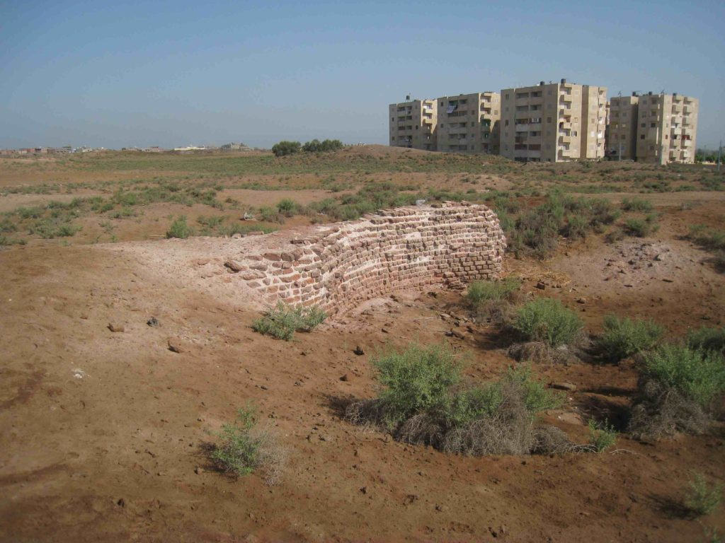 Remains of a house and a redbrick structure at the site of Tell Timai (photo: Katherine Blouin)