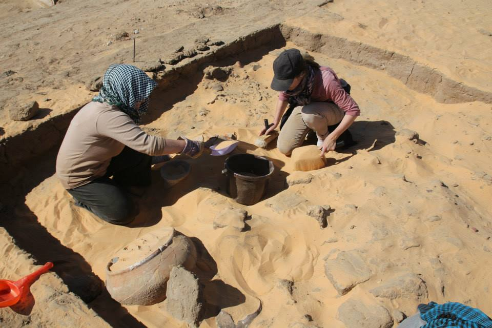 Dr. Anna Stevens and Dr. Anna Garnett excavating a house            at Amara West (Photo: Anna Garnett)