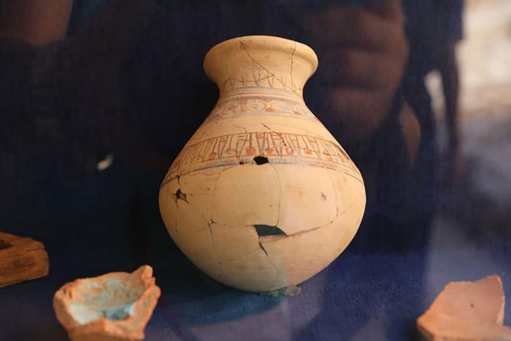 Archaeologists found 30 workshops including one kiln,            some of which were used to make pottery vessels (Photo:            Ministry of Antiquities)